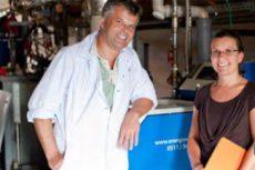 Geschäftsführer Stefan Tönebön und Jeanette Haberkorn von den Stadtwerken Lemgo am ASV 21 von Energiewerkstatt.