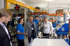 Besucher konnten hautnah die Produktion von Blockheizkraftwerke in Augenschein nehmen