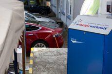 An der Energiewerkstatt-Stromtankstelle wurde während der Veranstaltung ein Elektrofahrzeug aufgeladen